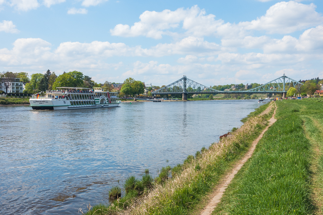 Spaziergang an der Elbe