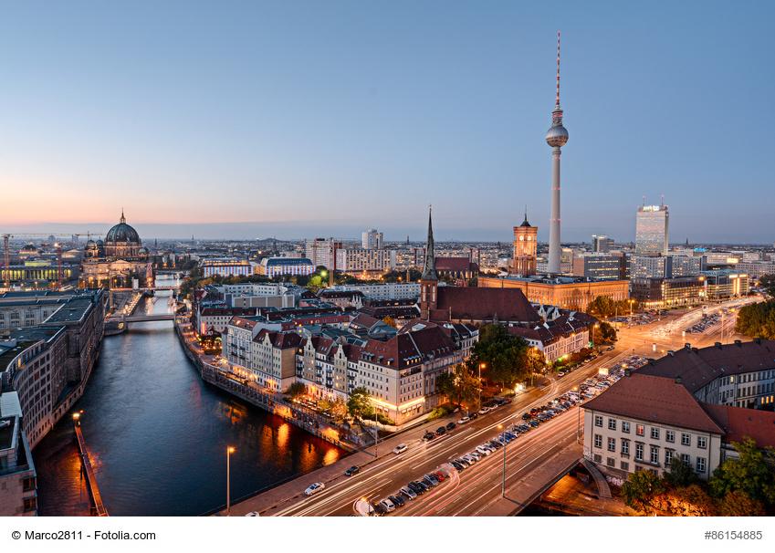 Der Fernsehturm - Berlins Wahrzeichen am Abend