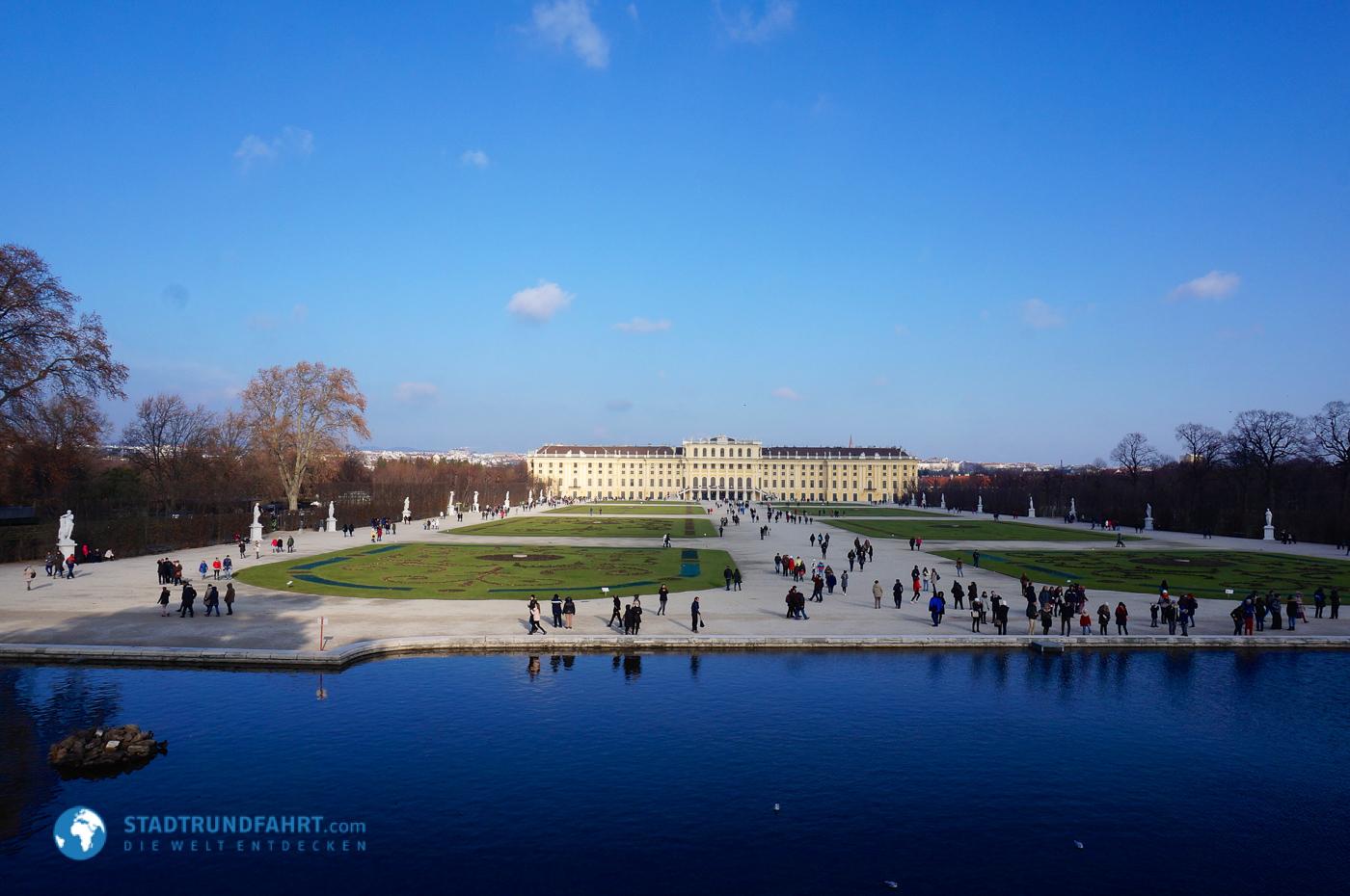 Ein Winterspaziergang am Schloss Schönbrunn in Wien