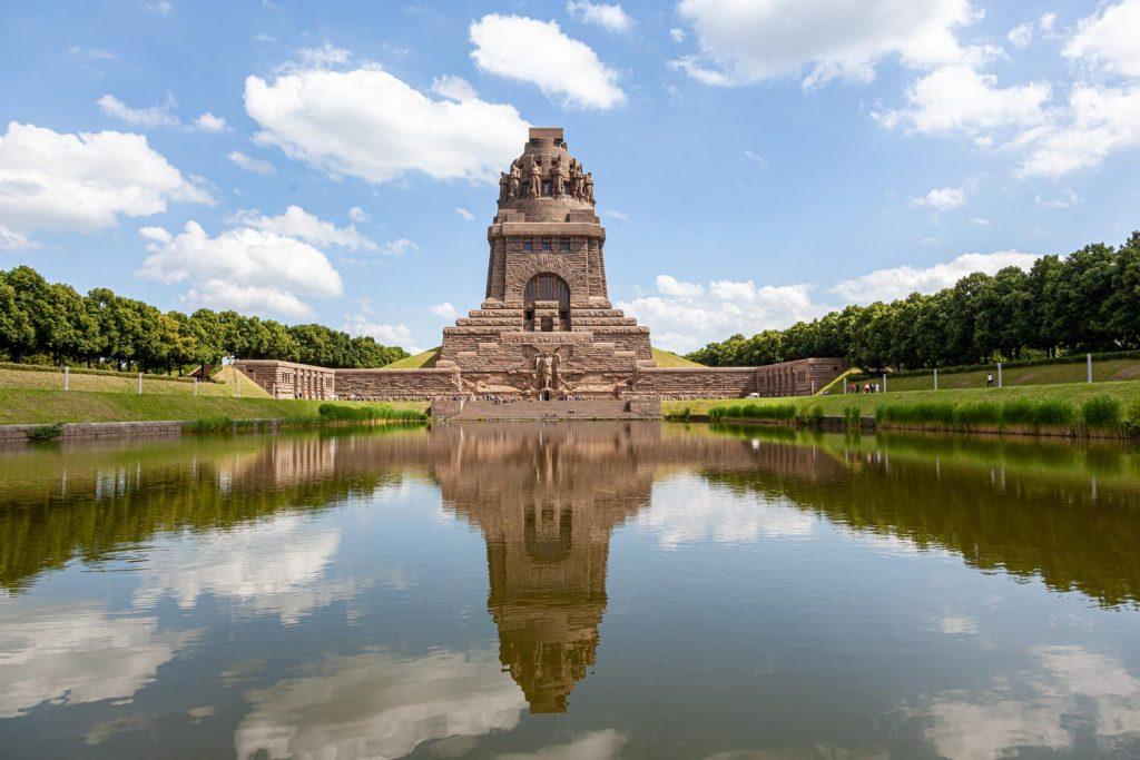 Das Leipziger Völkerschlachtdenkmal gehört unumstritten zu den Top 10 Sehenswürdigkeiten in Leipzig.