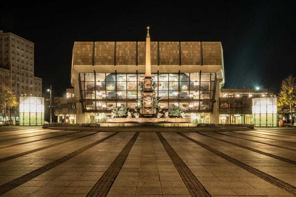 Das am Augustusplatz gelegene Gewandhaus ist die Heimstätte des renommierten Leipziger Gewandhausorchesters.