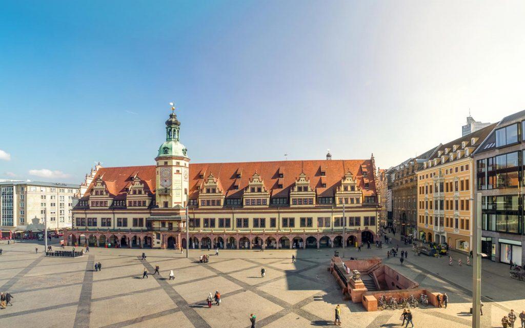Das markanteste Haus am Platz und auch unter den Top 10 Sehenswürdigkeiten in Leipzig: Das Alte Rathaus am Leipziger Markt.