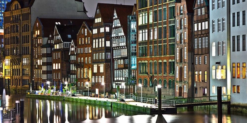 Abendliche Lichterfahrt durch Hamburgs Hafen - Bild 4