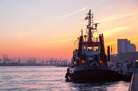 Abendliche Lichterfahrt durch Hamburgs Hafen