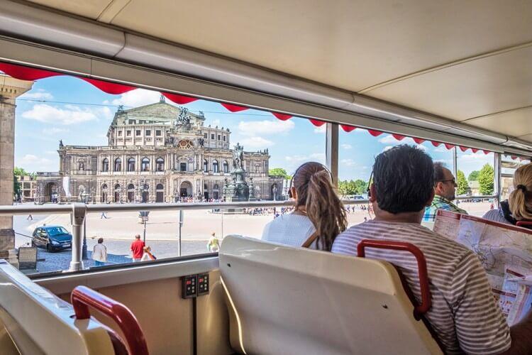Stadtrundfahrt mit Familienführung in der Oper, Osterspaziergang und 2. Tag gratis - Bild 2