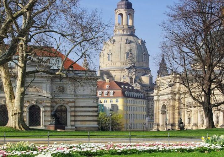 Stadtrundfahrt mit Familienführung in der Oper, Osterspaziergang und 2. Tag gratis - Bild 6