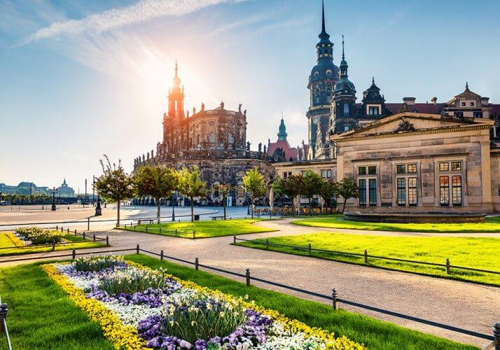 Stadtrundfahrt mit Familienführung in der Oper, Osterspaziergang und 2. Tag gratis - Bild 1