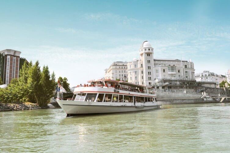 Stadtrundfahrt + Donauschifffahrt - 24 Std. Ticket - Bild 3
