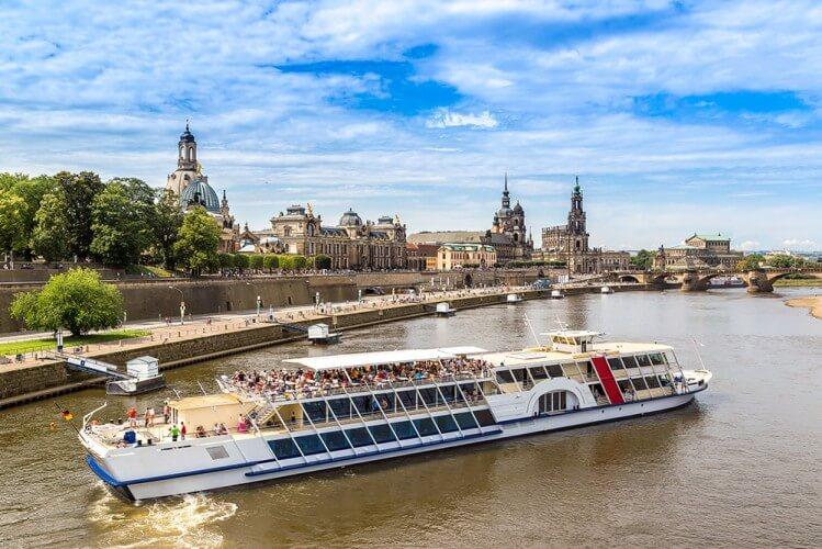 Stadtfahrt zu Wasser - Dresden vom Schiff aus - Bild 1
