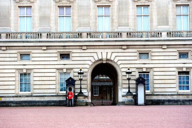 Führung: Wachablösung am Buckingham Palace - Bild 3