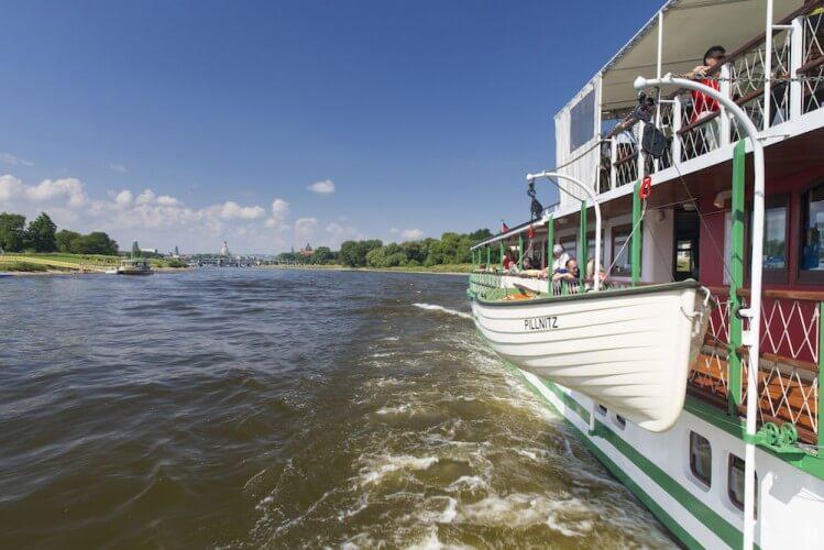 Stadtfahrt zu Wasser - Dresden vom Schiff aus - Bild 3