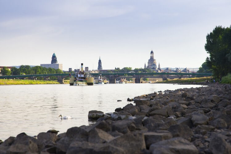 Stadtfahrt zu Wasser - Dresden vom Schiff aus - Bild 5