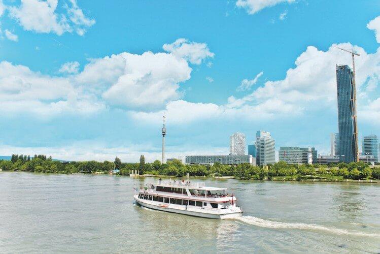 Stadtrundfahrt + Donauschifffahrt - 24 Std. Ticket - Bild 1